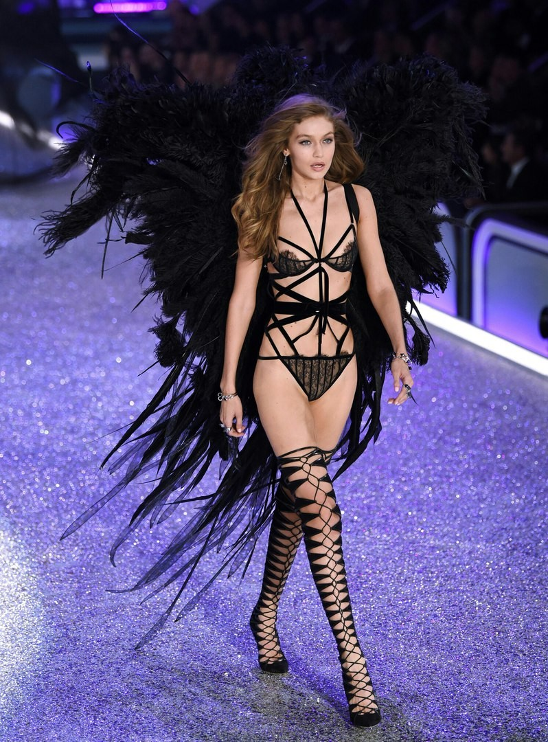 Лучшие моменты Victoria's Secret Fashion Show 2016 8