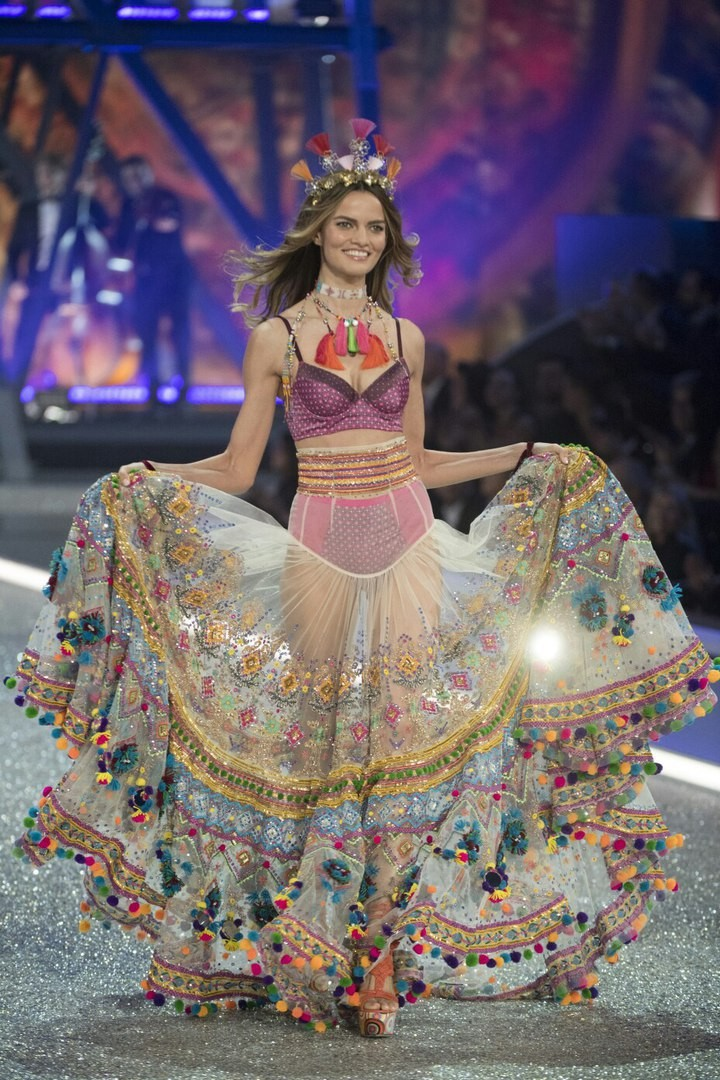 Лучшие моменты Victoria's Secret Fashion Show 2016 15
