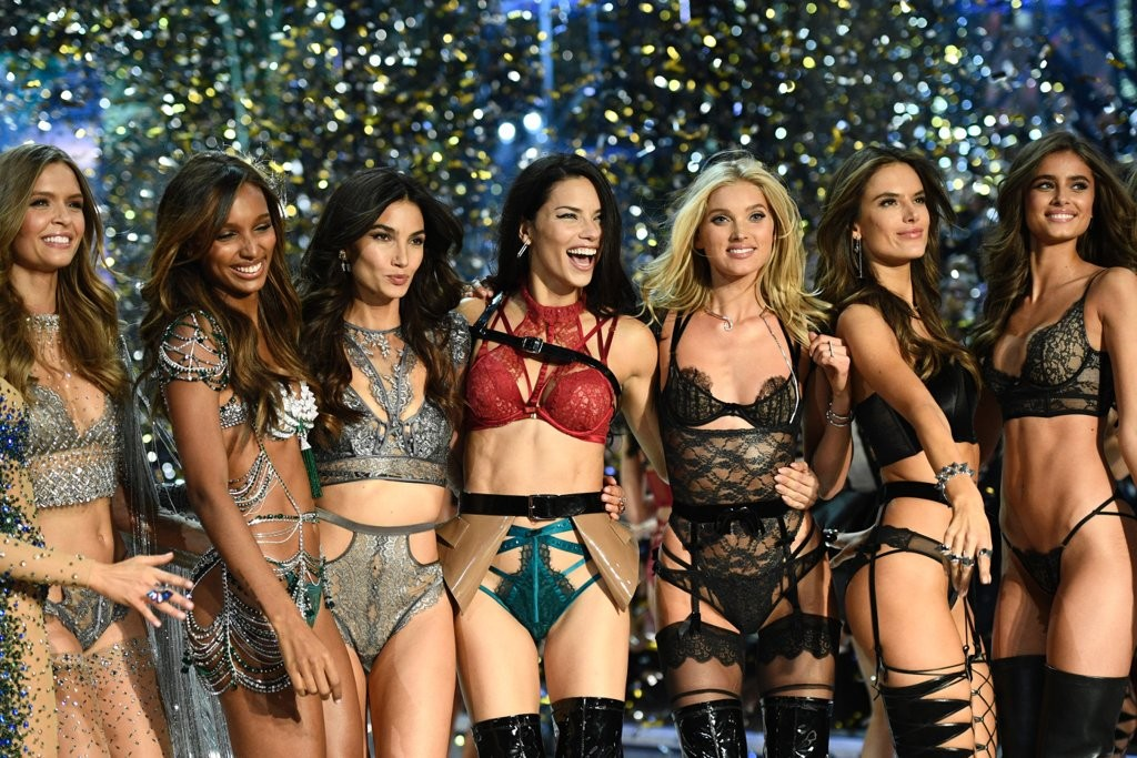 Лучшие моменты Victoria's Secret Fashion Show 2016 1